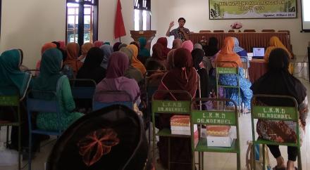 Tuek Gasek : Semangat Hidup Sehat Para Lansia Desa Ngembel